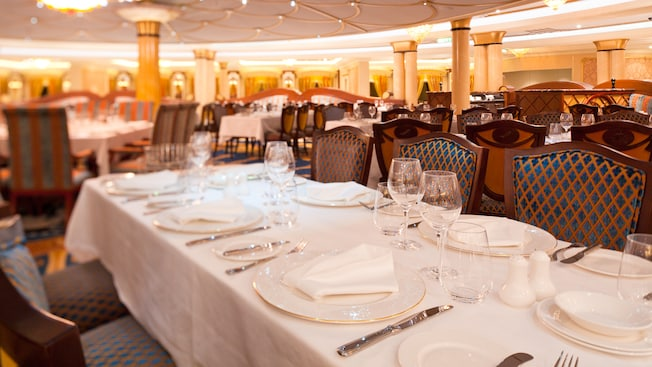 Disney Fantasy, Royal Court restaurante